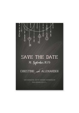 save the date vintage schlüssel chalkboard schwarz weiß skelett lichterketten luster hochzeitsgrafik onlineshop papeterie