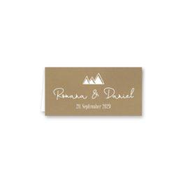 tischkarte klappkarte hochzeit vintage kraftpapier kraft braun weiß weißdruck logo monogram berg herz hochzeitsgrafik onlineshop papeterie